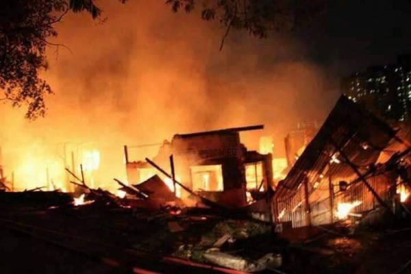 自从将拿督公搬迁到工厂供奉后,倒霉事情不断发生,工厂不是无端端火灾就是倒闭。