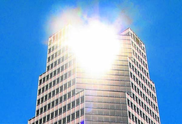 终日受对面建筑物体的玻璃反射光线,不论是居家或是办公大楼都容易造成有害的光煞。