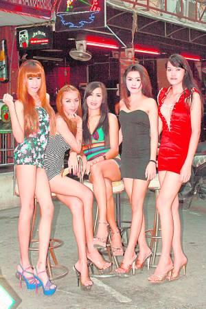 """泰国人妖样靓身材正,把许多男人""""电""""得神魂颠倒。"""