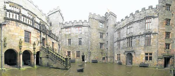 传说,奇灵厄姆城堡在装修时,挖出两具尸体。