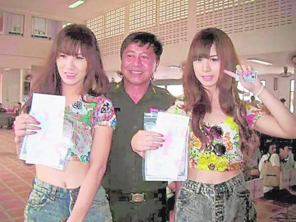 性感娇媚的变性人当兵,话题很多,因此泰国军方还教导官兵如何对待夸性人新兵。