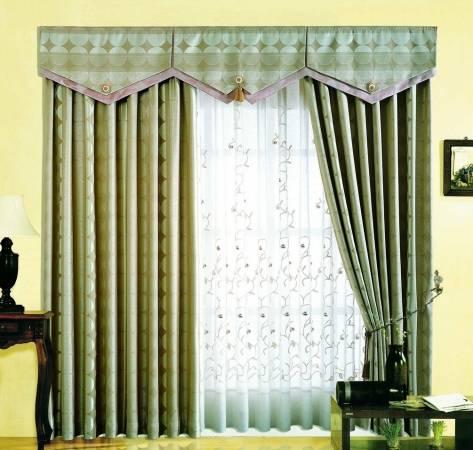 装上较厚的窗帘,可阻挡家门前三岔路口造成的煞害。