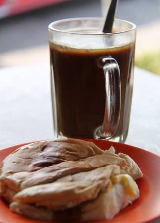 既然来到了南马,一定要尝尝居銮火车站咖啡老店的面包与咖啡,包你一试难忘。