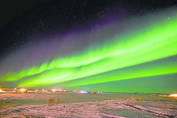 加拿大北部,由于这里位于北极圈附近,所以非常寒冷。但是谁也不知道,在这里寒冷并不是大敌,巴罗莫角——一个位于北极圈内的狭长半岛,才是真正的危险所在。