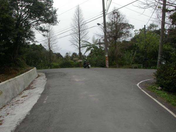 住家对着三岔路口不一定是凶象,有的还会应吉,关键要看这个三岔路具体形状如何,以及屋主的本命局。