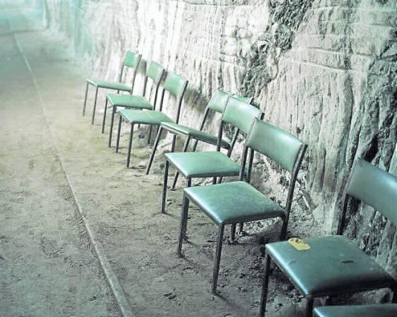每天至少有约200人接受洞穴疗法,当中也包括了小孩子。