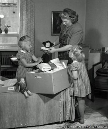 芬兰早在1930年就开始提倡用纸箱当婴儿床的概念。