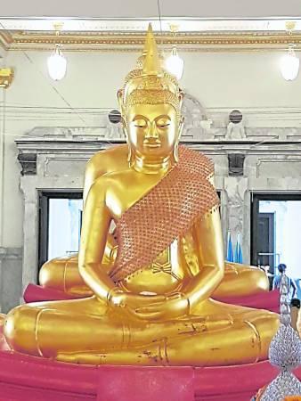 这尊便是充满神奇的Luang Phor Sothon佛金身!