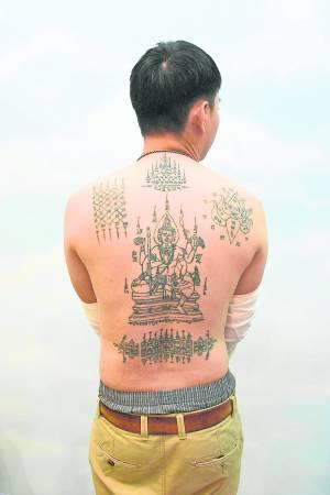 早前因用尸油纹身而惹来阴气附体,经过Chin Sifu施法诵经净化纹身后,已镇压邪灵,运势回升。