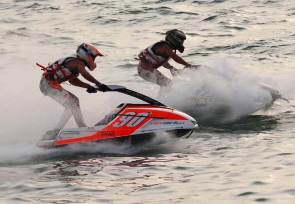 闻名全球:芭堤雅海滩常年举办国际水上摩哆比赛,使到这里成为全球著名的海上活动胜地。