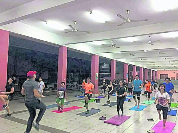 综合式健身操提倡是任何地方都能做运动。