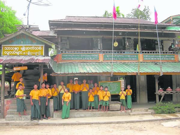 """这里看似和普通学校没分别,但其实是全缅甸学子最害怕的""""地狱""""。"""