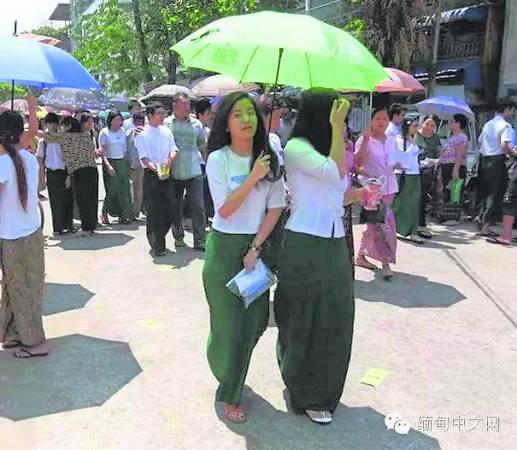 根据缅甸教育部考场管理司的报告,今年3月9日至18日的高考,正式参考人数为63万多人,国内考场1451个,国外考场16个。这是当地少年人第一场人生大考验。