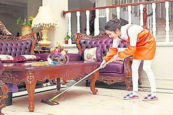 农历新年快要到来,人们把新的希望寄托在新春之际,因此过年前来一次大扫除也成为一项传统,意味能够把过去一整年的霉运与恶习通通都扫除!