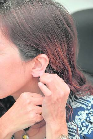 卉颖师父表示,一晚梦见观音赐予她法力,梦醒后就有了特殊能力,她同时也展示自己的耳珠,表示修行到一定的境界,耳珠会越来越厚。