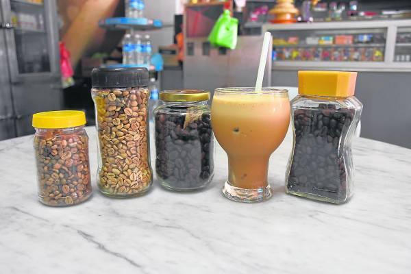 自种、自磨、自煮,务边新咖啡山新村种的是一种大马农业局研发的优良品种咖啡,名叫Alabika。