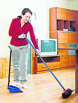 新年期间若要扫地,一定要往内扫,这样才能把钱财扫进家里!