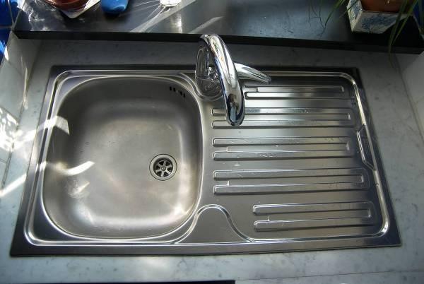 除了家门,厨房风水亦不能忽略,尤其是洗碗盆,可影响女主人健康。