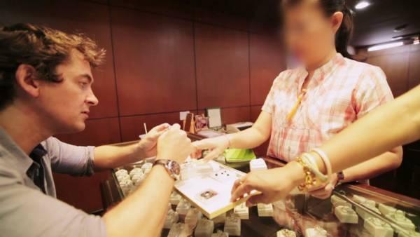 陌生人介绍的珠宝店,随时引你入圈套。