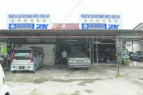 看似简陋的老店,却是陈旧破烂的汽车「重生」的地方。