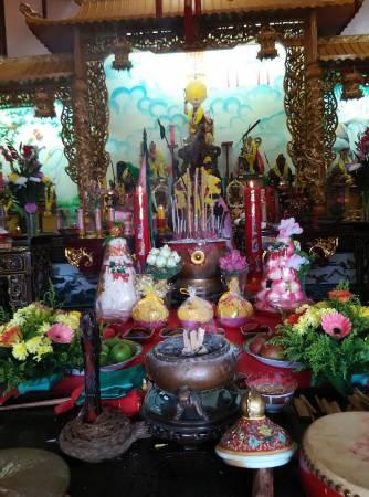 位于马六甲柏灵玉再也的莲花宫,供奉着各种法相的莲花三太子。