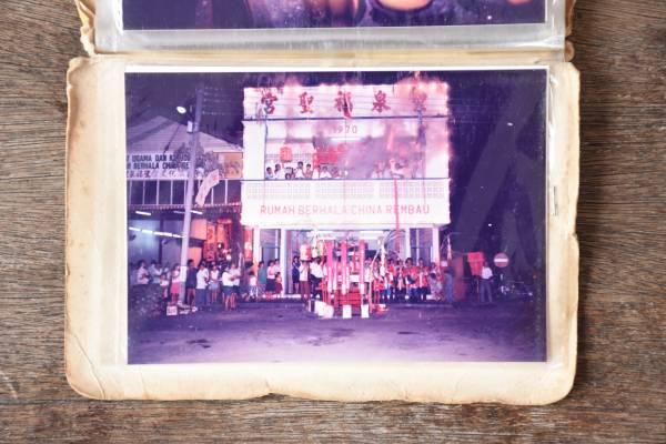 早年的圣泉福圣宫是在店屋里供奉,每到神诞庆典必定吸引许多善信前来膜拜。