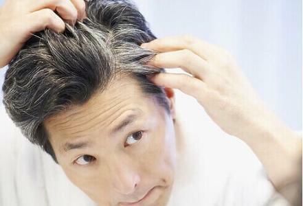 """正所谓:""""三千烦恼丝"""",很多人都会很紧张自己的头发,更担心会出现白发,因为那是老化的象征。"""