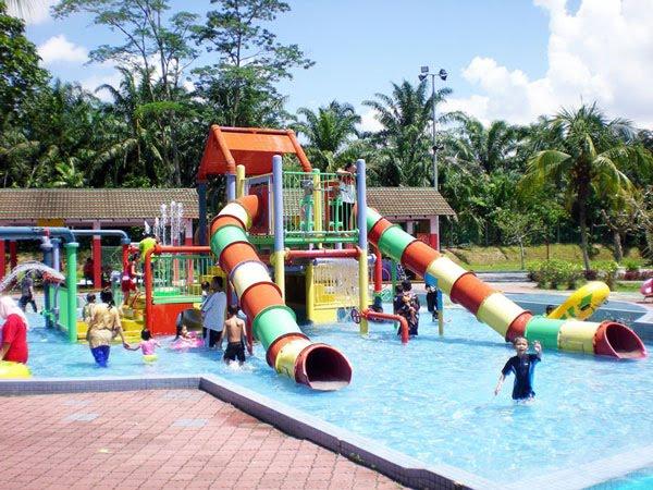 这个水上乐园其实是温泉,非常适合一家大小戏水呢。 Wet World Air Panas Pedas Resort 地址:Lot 603,Jalan Tampin, Mukim Pedas, Kampung Sungai Batu, 71400 Pedas, N.S. 电话:06-6858027