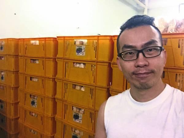 蔡仁辉迄今只售卖芝麻蒜香面包,但生意越来越好。