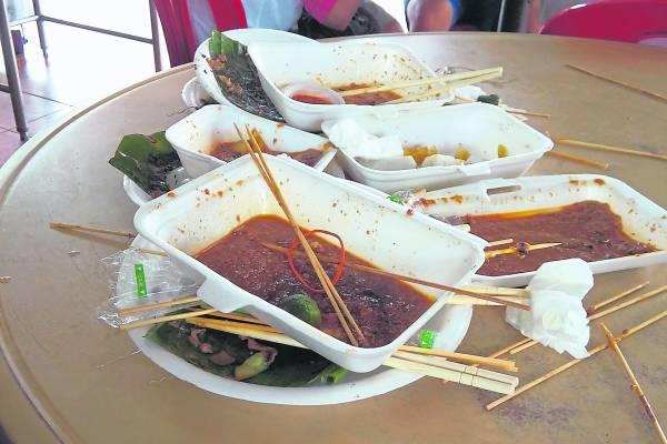 越是多游客的食阁,越常见到这种惨状。