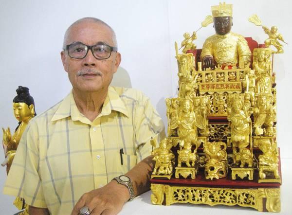 叶寿溪师傅当年无师自通学会雕刻,而这尊惠泽尊王像乃是他最为得意的作品。