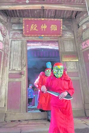 """驱傩是中国年终或立春时节驱鬼迎神赛会活动。据宋代人解释,驱傩意在""""逐尽阴气为阳导也, 今人腊岁前一日击鼓驱疫,谓之逐除是也""""。"""