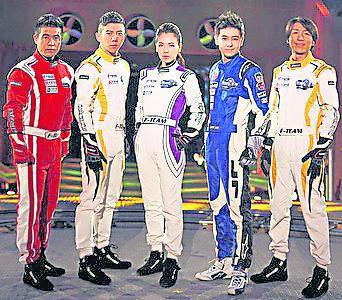 因为赛车实力远超其他嘉宾,刘涛被选为真人秀《炫风车手》的队长。