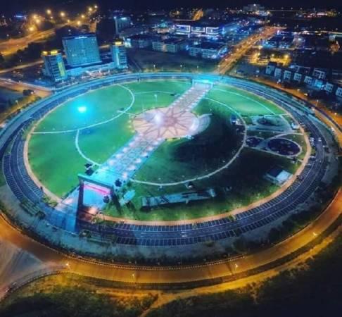 九洞美露拉也安定繁荣交通圈堪称霹雳最大的交通圈游乐场。