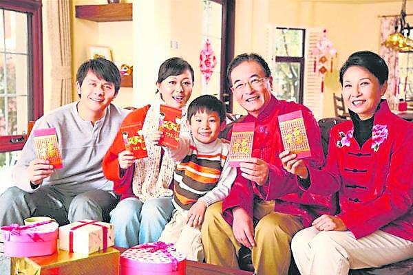 """华人新年,小孩最关心红包了,而大人则为包红包而烦恼,因为红包""""内馅""""应放多少,可让不少人烦透了呀!"""
