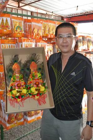 黄俊强表示经济低迷,但人们对拜神的祭品还是相当重视。