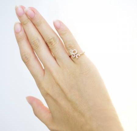 尾指戴戒指,不但能防小人,还有招贵人、聚财之效!