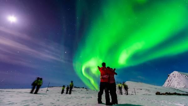 每一对曾共同目睹过北极光的恋人,都坚信会受到黎明女神欧若拉(Aurora)的祝福,每年都有情侣携手而至,让这稀有却闪耀的北极光,见证彼此的幸福约定。