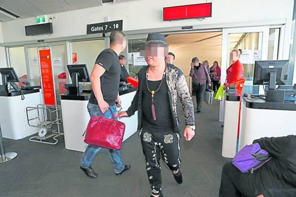 Jackson曾遇过一个怪土豪,今天才下机,结果第二天因省长找他喝茶,就立刻订机票飞回国。