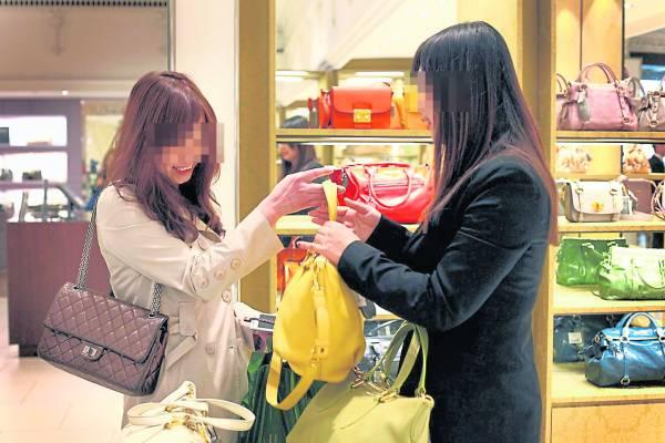 现在还有女土豪独自前往我国,纯粹只为了购物、闲逛。