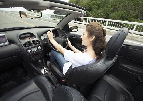长时间开车,坐在驾驶座上太久,易使肛门直肠受压迫,产生痔疮。