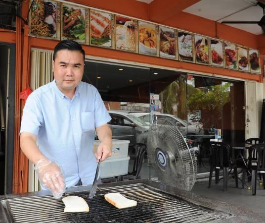 ◆李威成将家传古早味的朴实传承在食物里,要让所有的顾客都能品尝到。