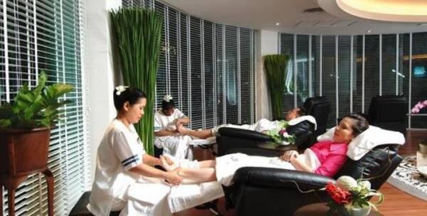 旅客到泰国按摩时,一定要到出名或向大街的按摩店按摩,否则分分钟被骗了也不自知。