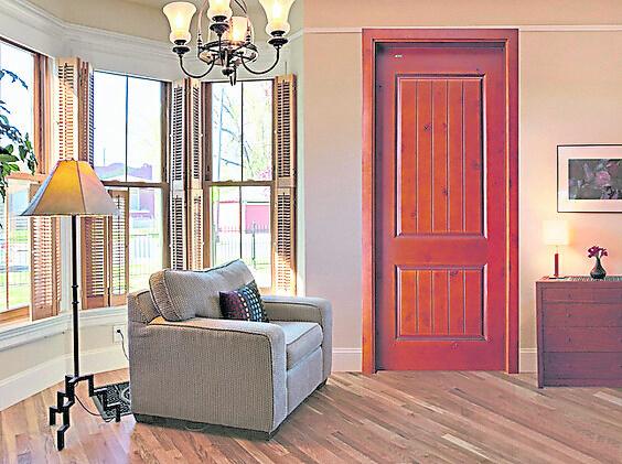 胡老师建议,住家靠近学校的读者可安装木门,不但可以隔音还可化煞。