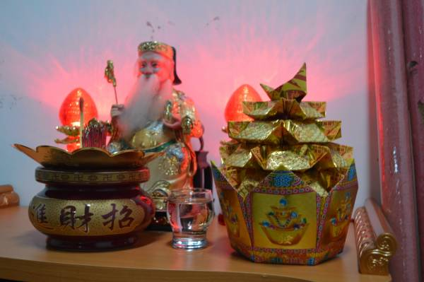 """精美的""""旺来聚宝盆""""不仅可以是神台上的祭品,也能招来财运。"""