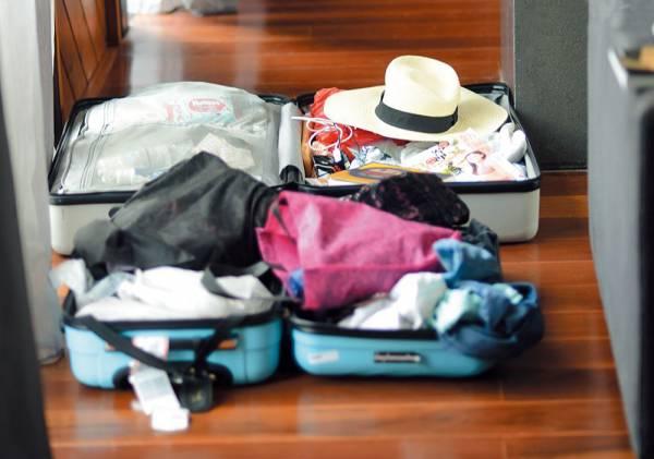 很多人习惯把行李放在酒店房地上,想说方便整理收拾,其实你这么做,很可能把暗藏在地板缝隙或者地毯上的木虱带回家哦……