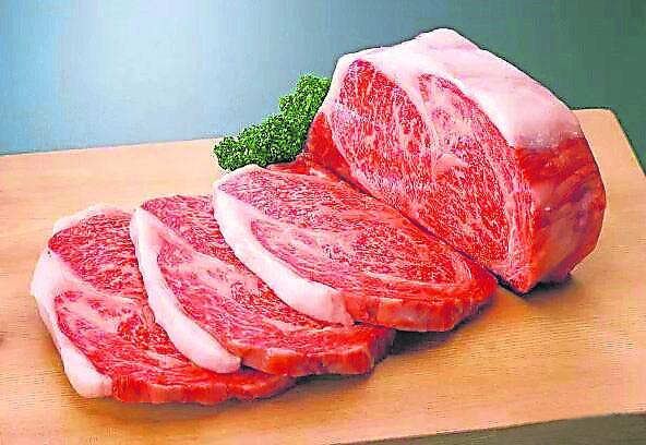 刚从冷冻库拿出的肉,应该用什么水来解冻才不致令营养流失?