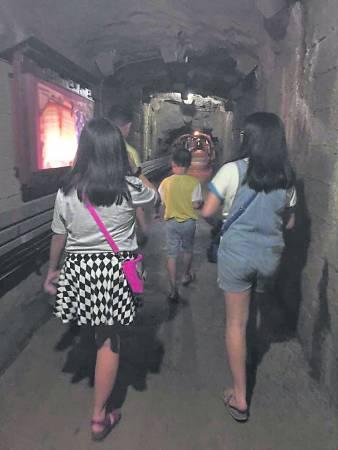 钻进这条黑漆漆的隧道,有谁又会想到这锡矿场随着锡矿业的没落,而被封锁了26年之久,如今终于重见天日了。