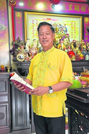 日月乾坤馆吴佰霖道长表示,清明祭祖,最重要是让后代对祖先表达尊敬与怀念。