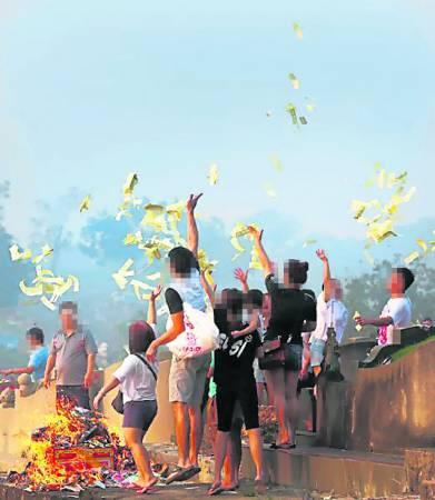 集体祭祖盛会是现代生活方式衍生出了的服务。